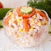 Смачний салат з сухариками і шинкою