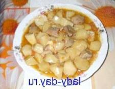 Картопля тушкована з свининою