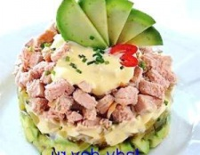 Салат з авокадо і м'ясом