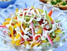 Салат з кальмарами і крабовими паличками