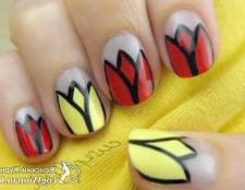 Тюльпани на нігтях