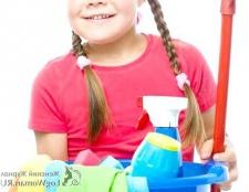 Як навчити дитину допомагати іншим